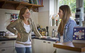 Tischa Neve en puber in keuken
